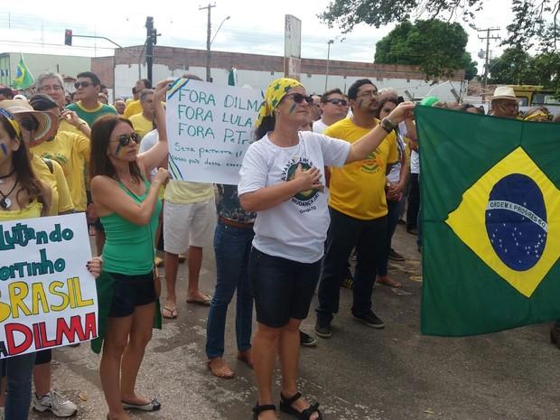 Em Gurupi os manifestantes se reuniram na rua 7 (Foto: Jairo Santos/ TV Anhanguera)