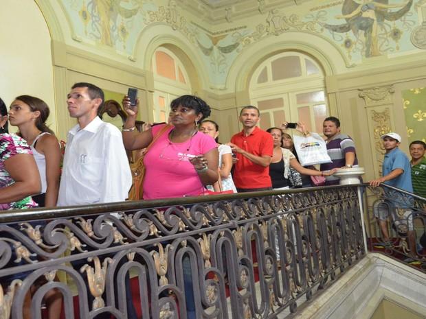 População poderá visitar o governador de Sergipe durante toda a madrugada e manhã desta terça-feira (3) (Foto: Marina Fontenele/G1)