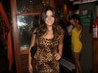 Giovanna Lancellotti usa vestido com estampa animal print em festa