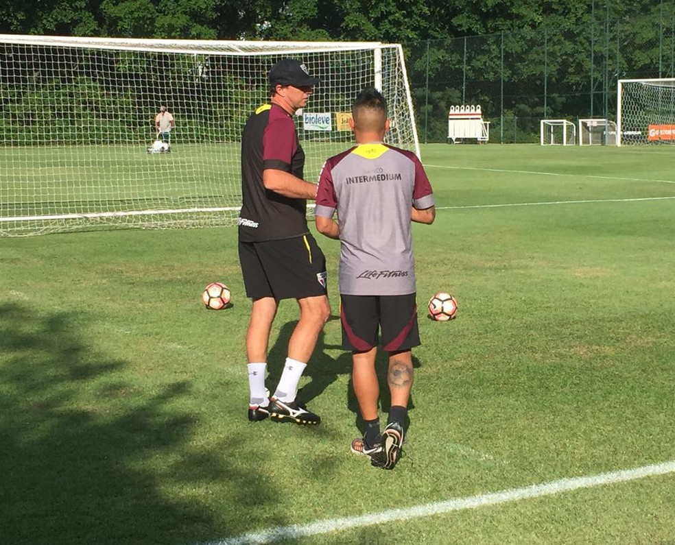 Pinotti já teve conversas com o técnico Rogério Ceni e o meia Cueva (Foto: Marcelo Hazan)