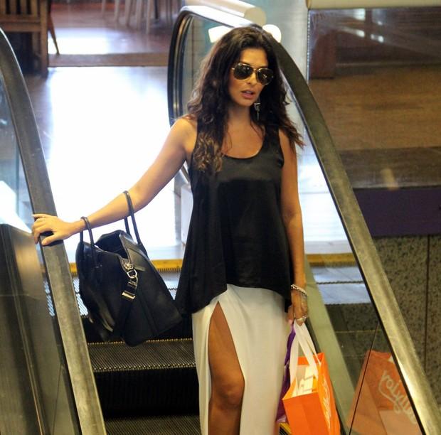 Juliana Paes em shopping do Rio (Foto: Marcus Pavão / AgNews)