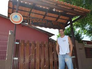 O mineiro Moacir Miorando decidiu montar um hostel após passar por Alter na lua de mel (Foto: Luana Leão/G1)