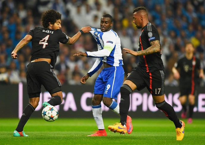 Jackson Martinez  e Dante - Porto x Bayern de Munique (Foto: Getty Images)