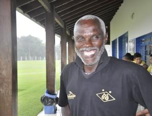 Cláudio Adão treinador do Mixto (Foto: Robson Boamorte/GLOBOESPORTE.COM)