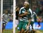 Ex-Inter conquista torcida na Grécia, ganha apelido e mira Liga Europa
