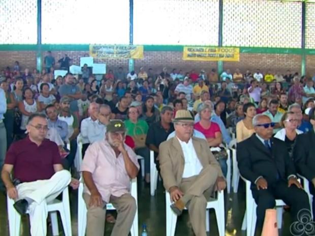 Audiência reuniu índios e autoridades em Pacaraima (Foto: Reprodução/TV Roraima)