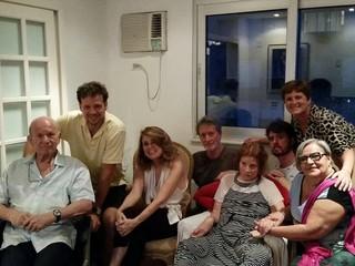 Tônia Carrero com a família e amigos no Natal (Foto: Reprodução/ Facebook)