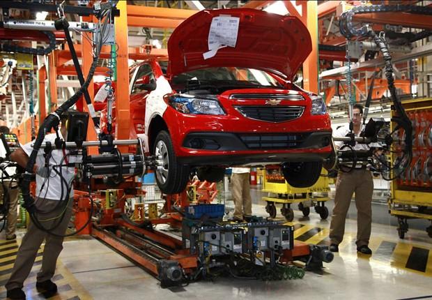 Linha de montagem da GM em Gravataí (Foto: Divulgação/ GM)