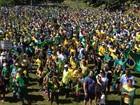 Manifestantes se reúnem no Parque do Povo contra o PT e a corrupção
