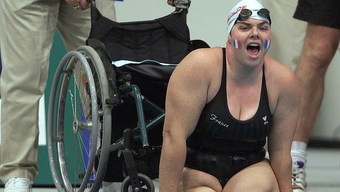 A francesa Beatrice Hess fez história na natação paralímpica (Foto: Matt Turner/ALLSPORT)