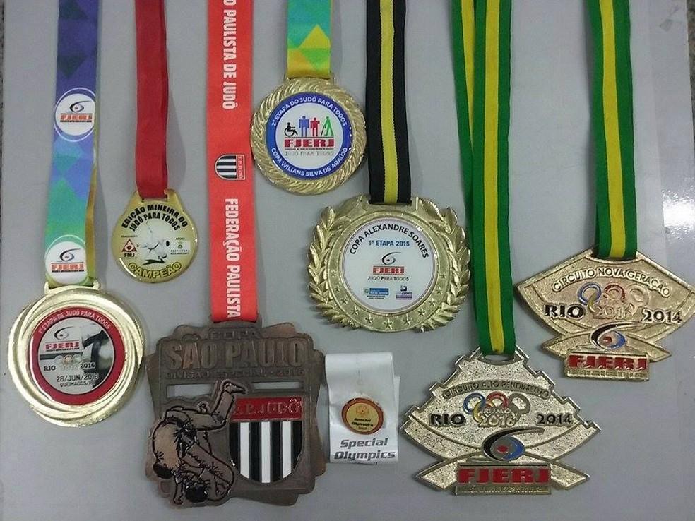 Coleção das principais medalhas que Matheus conquistou nos últimos anos (Foto: Arquivo Pessoal   André Moreira)