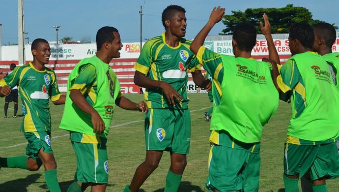 Aracaju conquista a primeira vitória da história do clube (Foto: Felipe Martins/GloboEsporte.com)