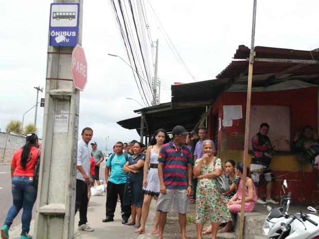 Ponto de ônibus na Rua Lóris Cordovil (Foto: Isis Capistrano/G1 AM)