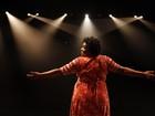 Cacau Protásio, a Zezé de 'Avenida Brasil', posa nos bastidores de sua nova peça, 'Domésticas'