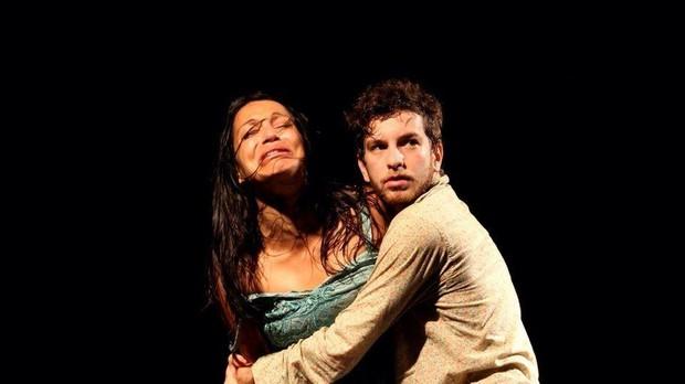 Luan Vieira em cena no teatro (Foto: Reprodução/Facebook)