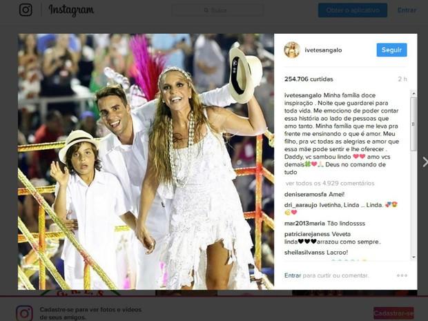 Ivete comaprtilhou foto do desfile com a família (Foto: Reprodução/Instagram)