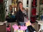 Na reta final da gravidez, Mirella Santos vai às compras de barrigão