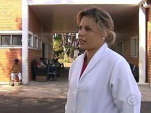 Enfermeira se sentiu heroína ao salvar idosos (Foto: Reprodução / TV TEM)