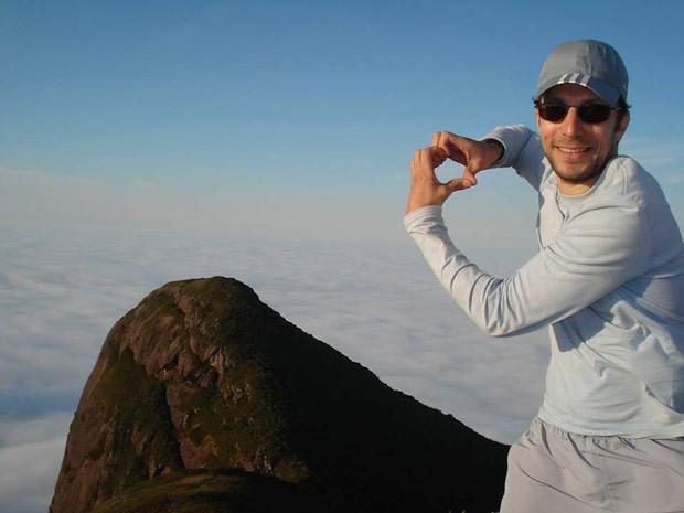 Luís não esqueceu da namorada ao subir o Pico Paraná (Foto: Arquivo Pessoal)