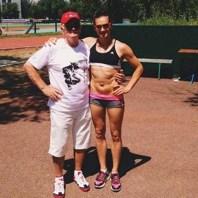 Yelena Isinbayeva com seu técnico após um treinamento (Foto: Reprodução/Instagram)