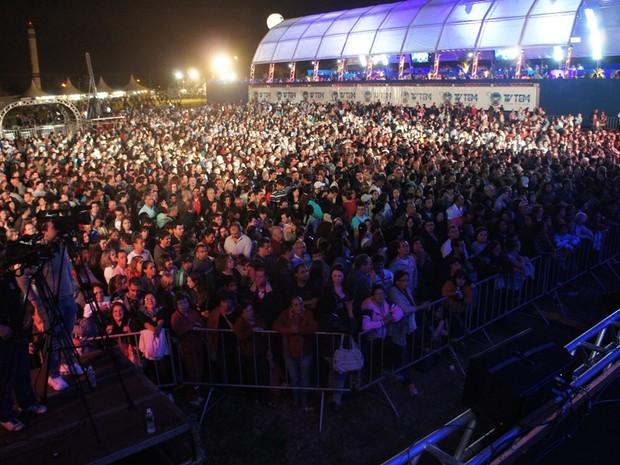Público de 10 mil pessoas se empolga com Chitãozinho e Xororó (Foto: Jessâmine Barbosa/ G1)