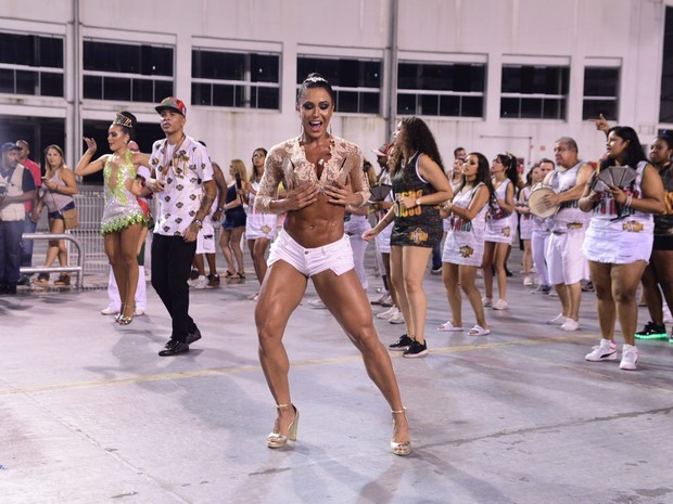Gracyanne Barbosa em ensaio da X-9 Paulistana no sambódromo do Anhembi, em São Paulo (Foto: Leo Franco/ Ag. News)