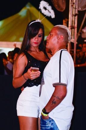 Popó acompanhado em show em Salvador, na Bahia (Foto: André Muzell/ Brazil News)