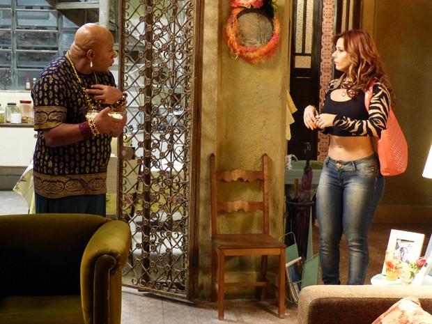 Xana tenta convencer Naná a ficar e dormir (Foto: Império/TV Globo)