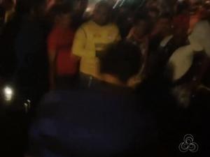 Tiroteio causou confusão em praça do bairro Buritizal (Foto: Reprodução/TV Amapá)