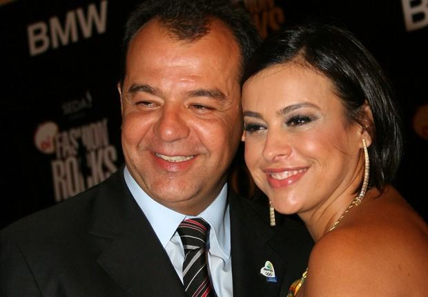 Sergio Cabral posa com a mulher, Adriana Ancelmo, em mostra de fotos de Mario Testino em 2009 (Foto: Alexandre Campbell/Getty Images)
