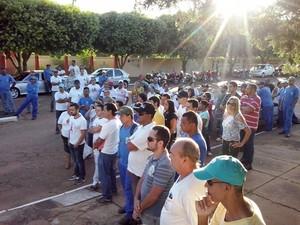 Protesto foi realizado em frente a Prefeitura (Foto: Regina Leite/Cedida)