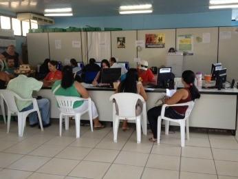 Famílias reclamam de demora no desbloqueio do benefício do Bolsa Família (Foto: Valéria Reis/G1)