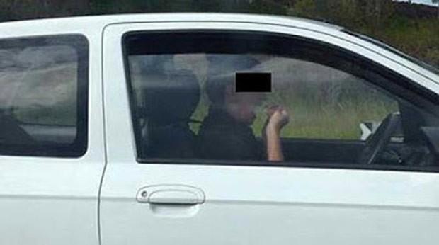 Australiana foi flagrada usando fio dental enquanto dirigia a 100 km/h (Foto: Reprodução/Twitter/Sunrise)