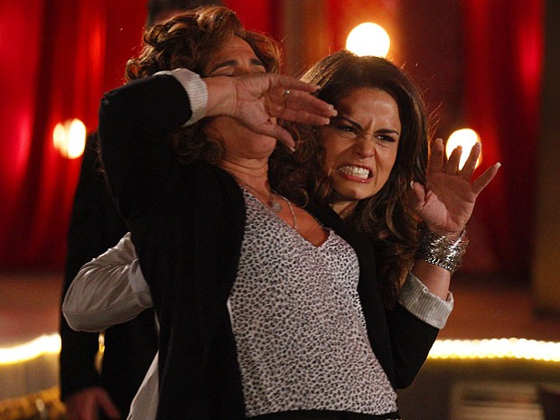 Wanda leva a pior na briga e toma uma surra de Morena (Foto: Salve Jorge/TV Globo)