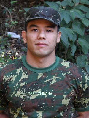 Charles Chibana no Exército (Foto: Jorge Rodrigues)