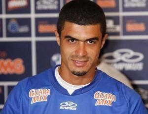 Egidio, lateral-esquerdo do Cruzeiro (Foto: Washington Alves / Vipcomm)