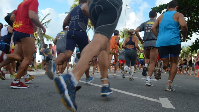 competição de aquatlo, na praia do cabo, em joão pessoa. prova reúne natação e corrida (Foto: Amauri Aquino / GloboEsporte.com/pb)