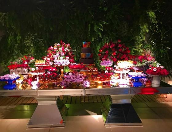 A mesa de doces que fez os convidados esquecerem a dieta foi assinada por Bruna Pedrozo e Vera Rodrigues (Foto: Reprodução Instagram)