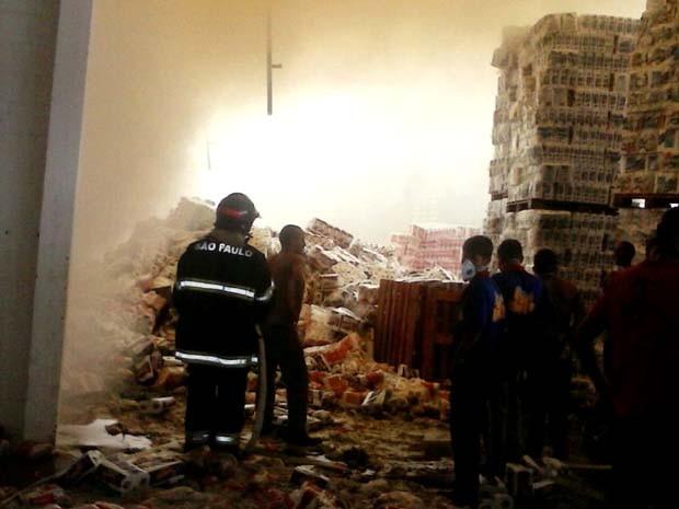 Depósito de atacado em Hortolândia pega fogo (Foto: Reprodução / EPTV)