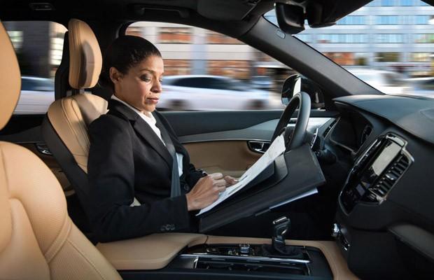 Volvo apresenta IntelliSafe Auto Pilot, tecnologia de condução autônoma (Foto: Divulgação)