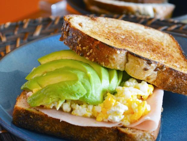 Três receitas para um café da manhã leve e que alimenta