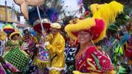 Grupos de maracatu se encontram nas ladeiras históricas de Olinda