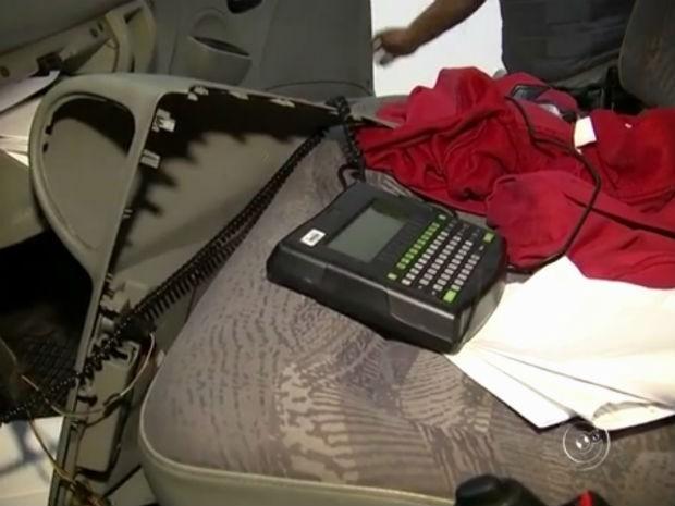 Trio detido em rodovia é investigado por desvio de carga (Foto: Reprodução/ TV TEM)