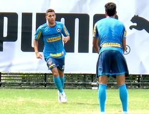 Gabriel no treino do Botafogo (Foto: Fred Huber)