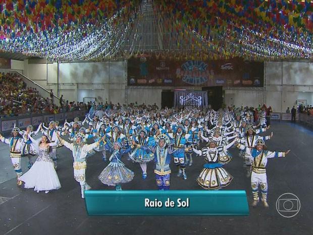 """Grupo representante do Recife, """"Raio de Sol"""", deixou o salão cheio de Marias Bonitas e Lampiões (Foto: Reprodução / TV Globo)"""