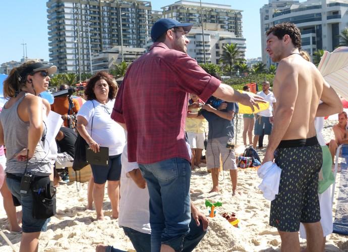 Michel Noher recebe dicas do diretor Thiago Teitelroit  (Foto: Paula Oliveira/Gshow)