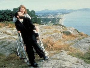 Daniel Day-Lewis em cena do filme 'Meu pé esquerdo' (1989), que lhe rendeu o primeiro Oscar de melhor ator (Foto: Divulgação)
