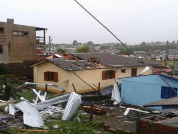 Temporal causa estragos e mortes em São Francisco de Paula (Foto: Reprodução/RBS TV)