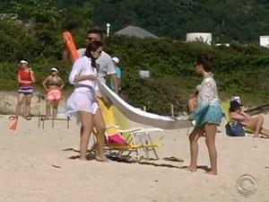 Turistas e moradores já procuram as praias da capital  (Foto: Reprodução/RBS TV)