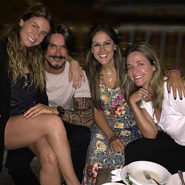 Giovanna Antonelli com amigos em São Paulo (Foto: Instagram/ Reprodução)